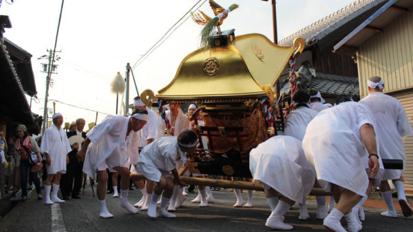 植木神社祇園祭 神輿くねり