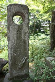 古池や蛙飛びこむ水の音 句碑